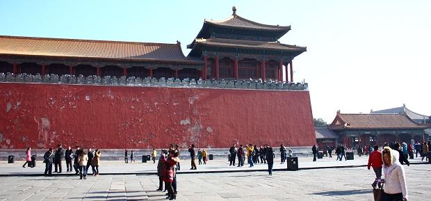 Touristen besuchen den Kaiserpalast in Peking