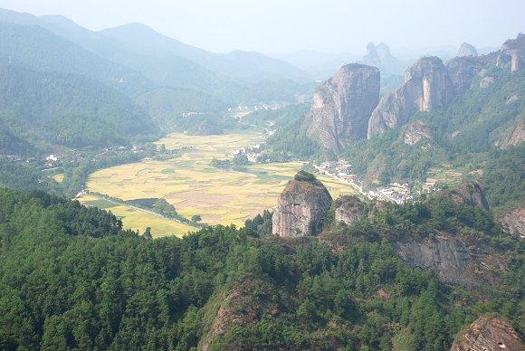 Zauberhafter Ausblick vom Kamelberg aus im Langshan Nationalpark