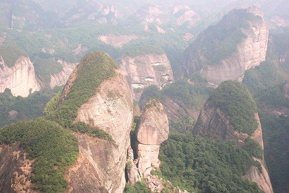 Hauptattraktion Bajiaozhai im Langshan Nationalpark