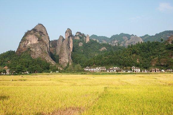 Idyllische Landschaft im Langshan Nationalpark