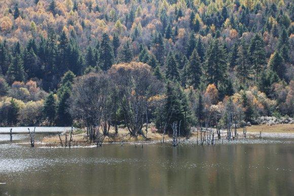 Shudu-See im Potatso-Nationalpark