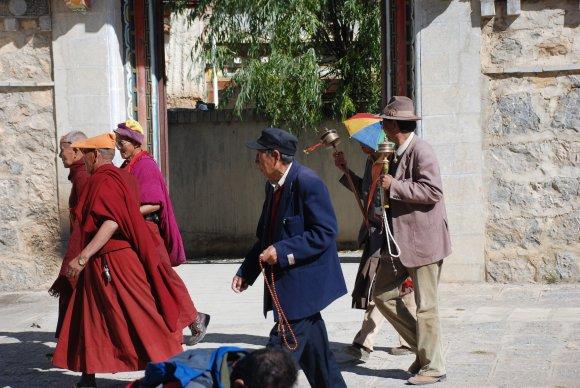 Tibetische Pilger zum Songzanlin Kloster in Shangri-La