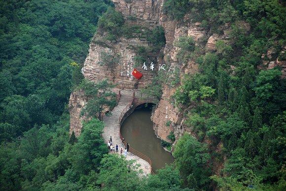 Der Rote-Fahne-Kanal in Linzhou, Henan