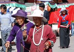 Pilger in Tibets Hauptstadt Lhasa