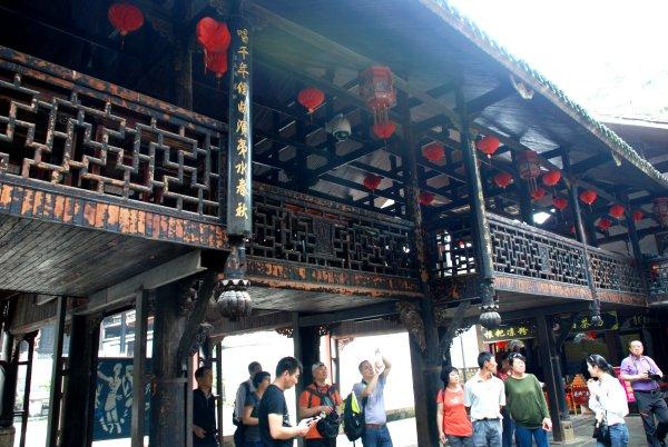 Das Folklore Dorf der Tujia in Enshi