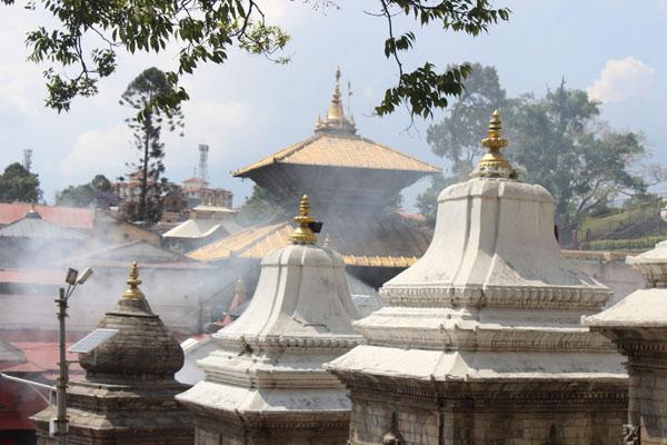 Pashupatinath nach dem Erdbeben
