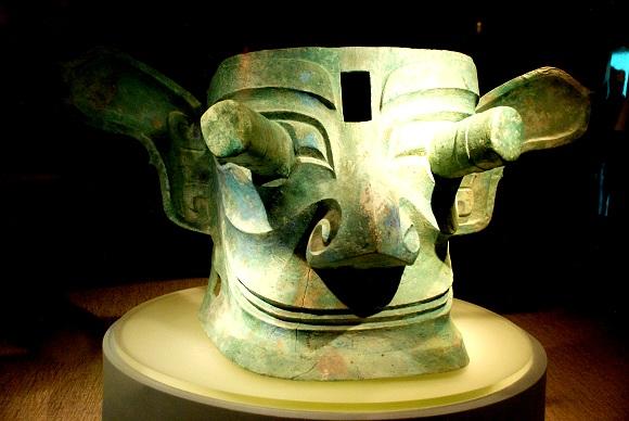Sanxingdui Bronzemaske mit hervorragenden Pupillen