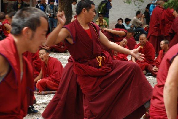 Tibetische Mönche beim Debattieren