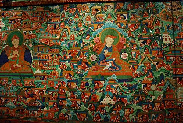 Buddhas und Lamas im Thangka-Rollbild in Xining