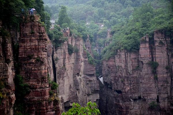 Das Guoliang-Dorf mit einer großartigen Schlucht