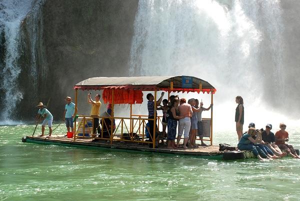 Bootsfahrt am Detian-Wasserfall