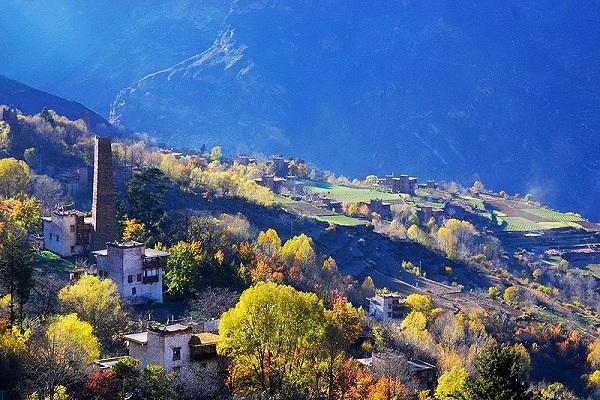 Dorf Zhonglu in Danba