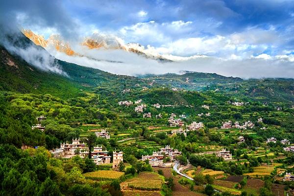 Tibetisches Dorf Jiaju in Danba